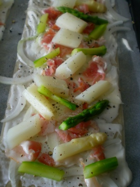 Tarte Flambée Strips with Asparagus 004