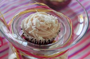 Red Velvet Coconut Muffins 01