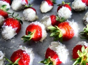 Chocolate Coconut Strawberries 03