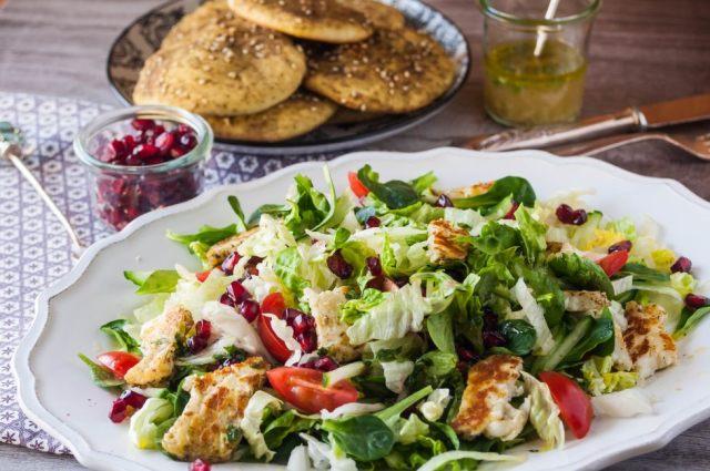 Citrusy Salad + Manakiseh 01