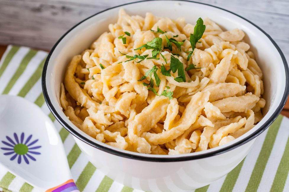 how to make spaetzle with a colander
