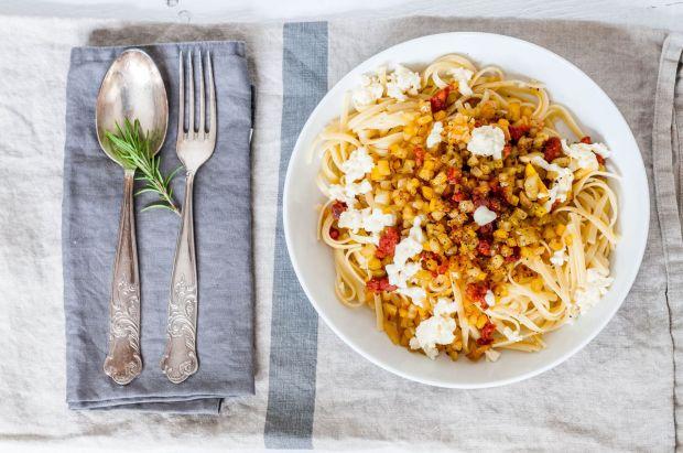 Beet + Salsiccia Pasta 01